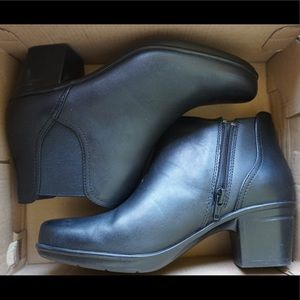 Clark's heeled boots new in box size 6.5
